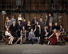 'The Bold and The Beautiful' celebrates show with special episode Friday Large Family Pictures, Large Group Photos, Family Photos, Group Photo Poses, Picture Poses, Group Photography, Portrait Photography, Family Posing, Family Portraits