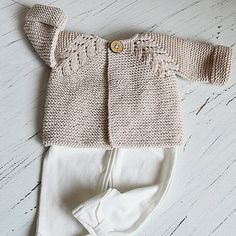 Norwegian Fir Top Down Cardigan This knitting project is available from Ravelry. Full Post: Norwegian Fir Top Down Cardigan . Easy Knitting Projects, Knitting Kits, Free Knitting, Crochet Projects, Lace Patterns, Crochet Patterns, Baby Boy Knitting Patterns, Cardigan Pattern, Knitwear
