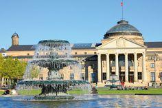 Reise-Tipp Wiesbaden mit dem Wohnmobil Die Schöne im Rheingau Rhein Main Gebiet, Taj Mahal, Beautiful Places, Germany, Camping, Seasons, Building, Travel, Life