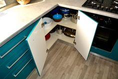 Mobilier Bucatarie MDF vopsit Turquoise lucios RAL 5021 si Bej Mat RAL 1013 corp pe colt la 90 grade pentru depozitare vase Corner Desk, Kitchen, Furniture, Bathroom, Home Decor, Kitchens, Corner Table, Washroom, Cooking