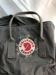 kånken backpack custom hand-embroidery just some inspiration for those who are looking to add some art to their backpack :] Flower Embroidery Designs, Cute Embroidery, Embroidery Fashion, Mochila Kanken, Diy Backpack, Diy Purse, Backpacker, Womens Tote Bags, Wallets For Women