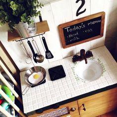 imohoriさんの、カラーボックスDIY,カラーボックスリメイク,セリア,ダイソー,DIY,IKEA,北欧,団地生活,団地,おままごとキッチン,手作りキッチン,おままごとキッチンDIY ,ままごと,黒板,タイル,タイルキッチン,Bread,英語苦手,キッチン,のお部屋写真