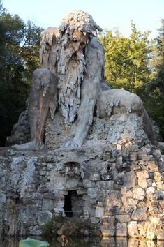 El Coloso de los Apeninos  Una colosal estatua en una villa florentina.