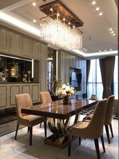future home interior Luxury Dining Tables, Elegant Dining Room, Luxury Dining Room, Dining Room Table Decor, Dining Table Design, Dining Room Sets, Esstisch Design, Luxury Home Decor, Küchen Design