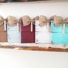 Photo hanger Burlap bow picture frame Wood Pallet Hand Crafted Shabby Chic Home Decor by EdisonAvenue on Etsy Cute Picture Frames, Picture On Wood, Pallet Picture Display, Pallet Picture Frames, Picture Craft, Handmade Picture Frames, Picture Frame Crafts, Wood Photo, Wood Frames