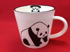 絵付けのマグカップです。表と裏でパンダのポーズが違います。サイズ:口径85mm×高さ83mm材質:磁器電子レンジ可在庫があれば注文確定後翌日発送致... ハンドメイド、手作り、手仕事品の通販・販売・購入ならCreema。