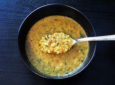 Zupa curry z zieloną soczewicą i szpinakiem