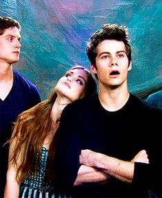 Why does Dylan look so dumbfounded in this photo😂😂😂 Stiles Teen Wolf, Teen Wolf Scott, Teen Wolf Stydia, Teen Wolf Mtv, Teen Wolf Boys, Teen Wolf Dylan, Teen Wolf Memes, Teen Wolf Funny, Dylan O'brien