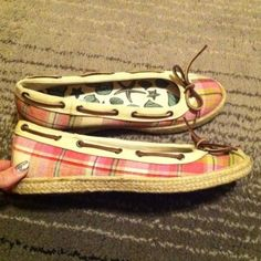 Sperry's Plaid womens flat sperry top sliders. Like new condition worn maybe 2 times. Size 9 1/2. Would be super cute with a sun dress. Sperry Top-Sider Shoes