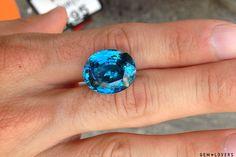 Результатом поездки стала находка этого великолепного синего циркона массой более 30 карат. Подобные экземпляры крайне редки. #blue #zircon #gem #gemstone