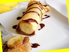 Clatite cu Ciocolata si Banane | Retete Culinare - Bucataresele Vesele Crepe Cake, Thing 1, Romanian Food, Mille Crepe, Churros, Crepes, Sweets, Pancakes, Nutella