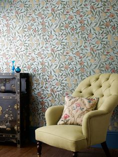 William Morris - Fruit wallpaper for the bedroom William Morris Wallpaper, Morris Wallpapers, Art Nouveau, Paper Wallpaper, Home Wallpaper, Wallpaper Online, Mulberry Home, Jugendstil Design, Cole And Son