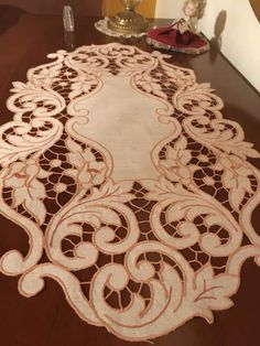 Cutwork, Table Toppers, Table Linens, Embroidery Designs, Usb, Bikini, Knitting, Crafts, Decor
