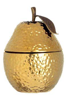 Bougie parfumée: Bougie parfumée dans un contenant en céramique en forme de poire. Couvercle avec pédoncule et feuille décorative en métal texturé. Diamètre 9 cm, hauteur 13 cm. Durée de combustion 10 heures.