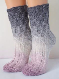 Bellana* cable knitting pattern for adult socks Cable Knitting Patterns, Knitting Socks, Knitting Designs, Knit Socks, Yoga Accessoires, Big Knit Blanket, Fluffy Socks, Big Knits, Knit Pillow