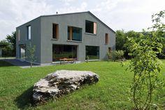 Zwei Wohnkulturen unter einem Dach : Moderne Häuser von Halle 58 Architekten