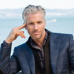 21 Best Men's Hairstyles For Silver and Grey Hair Men Guide) Older Mens Hairstyles, Haircuts For Men, Men's Haircuts, Older Mens Clothing, Men's Clothing, Grey Hair Model, Hot Men, Silver Foxes Men, Beard Styles