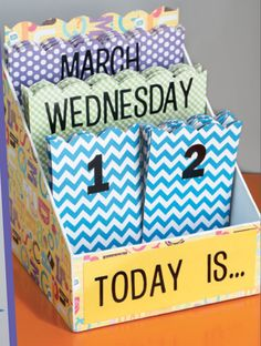 DIY Classroom customizable calendar from Hobby Lobby!  CUTE! Hit Play it School under PROJECT DETAILS