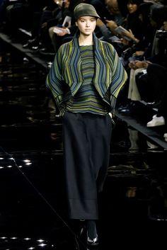 Sfilata Issey Miyake Parigi - Collezioni Autunno Inverno 2015-16 - Vogue