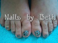 leoparad print with metallic glitter done with shellac nail polish