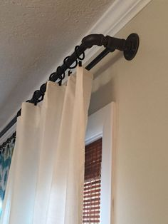 This easy and inexpensive diy double curtain rod will have you house looking like an industrial farmhouse master piece. The super easy tutorial can be found on Sincerelysaturday. Industrial Farmhouse Decor, Diy Home Decor Rustic, Industrial House, Easy Home Decor, Industrial Design, Industrial Style, Kitchen Industrial, Industrial Bedroom, Industrial Shelving Diy