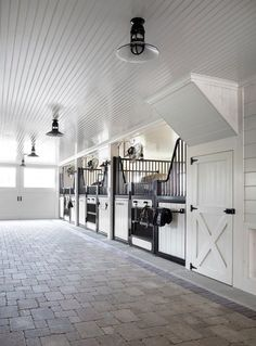 Showcasing our favorite barns & the barn lights, pendants, goosenecks & more that make them special. American made barn lighting from Barn Light Electric! Dream Stables, Dream Barn, Horse Stables, Horse Farms, Horse Tack Rooms, Equestrian Stables, White Barn, Black White, Horse Barn Designs
