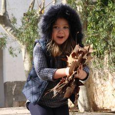 Ya tenéis NUEVO POST donde Carmen es la protagonista... Un #look SeNciLLo CóModo y muy AcTuAL de la mano de una de nuestras firmas favoritas @baby_paris_1 ... Te vienes a verlo?... (enlace en mi perfil)  Buenas noches y felices sueños... #mapetitepeincesse #carmen #minimodelo #carmenstyle #mygirl #love #look #babyparis #muerodeamor