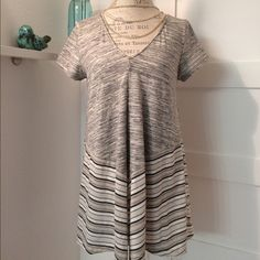 """Anthro Southward Swing Tee Super adorbs Puella for Anthropologie Southward Swing Tee. Great over leggings or skinny jeans. Really comfy and can dress it up or down. Worn once. 24"""" length, approx. 19"""" pit to pit. 80% cotton, 14% poly, 6% spandex. ⚡️ NO TRADES PLEASE. ⚡️ Anthropologie Tops Tunics"""