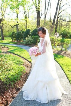 Beautiful Nashville bride. Flowers by Regalo Design.