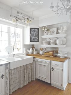 How To Design A Shabby Chic Kitchen With A Subtle Modern Vibe Design de cozinha chique gasto Cottage Casas Shabby Chic, Shabby Chic Mode, Shabby Chic Cottage, Shabby Chic Style, Shabby Chic Decor, Rustic Style, Cottage Style, Rustic Decor, Small Cottage Kitchen