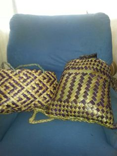 Pikau Purple and natural shoulder kete purple and white