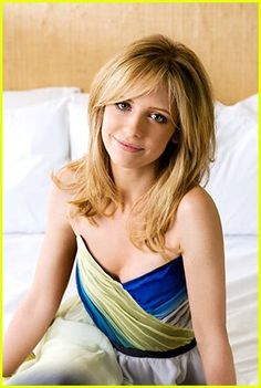 """Sarah Michelle Gellar, most adorable actress I have ever seen."" I love her soooo much! I'm such a huge Buffy fan lol Sarah Michelle Gellar Buffy, Freddie Prinze, Buffy Summers, Jennifer Love Hewitt, Joss Whedon, Star Wars, Liv Tyler, Buffy The Vampire Slayer, Hair Dos"