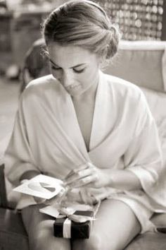 bride reading a letter from groom - MUST HAVE!