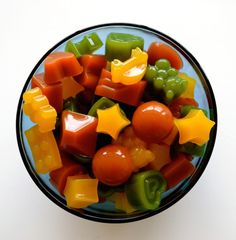 If you are concerned about giving your kids healthy food options Homemade Healthy Gummies are the way to go! Did you know store bought gummies or fruit snacks are full of sugar, high fructose corn … Healthy Snacks For Kids, Healthy Treats, Healthy Recipes, Healthy Food, Summer Snacks, Healthy Candy, Snacks Kids, Healthy Juices, Summer Treats
