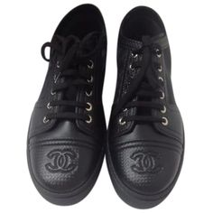 Pre-owned Chanel Black Leather Mesh Sneakers Size 39 Flats (43.640 RUB) ❤ liked on Polyvore featuring shoes, flats, black, kohl shoes, chanel shoes, mesh shoes, genuine leather shoes and mesh flat shoes