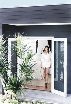 boho: this coastal home nails white-on-white design The cedar cladding of this coastal Sydney home is painted in Dulux Domino, contrasting with the silvery blackbutt timber deck Modern Coastal, Coastal Style, Coastal Living, Coastal Cottage, Cottage Chic, Cedar Cladding, Exterior Cladding, Exterior Angles, Coastal Bedrooms