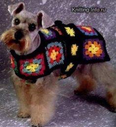 Adorables manteaux pour chiens , aux carrés assemblés ou aux points fantaisies , trouvés sur différents blogs et sites , avec leurs grilles gratuites ! Manteau pour chien avec 3 tailles , et des explications rangs par rangs , de Drops Design , trouvé...