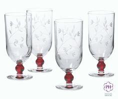 Nuestras nuevas Copas con pedestal ruby Princess Moderna™ añaden un rojo brillante a cualquier mesa #Navidades #Rubí