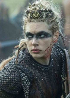 """Lagertha in season 5 "" Vikings Lagertha, Ragnar Lothbrok, Vikings Tv Show, Katheryn Winnick, Gothic Fantasy Art, Medieval Fantasy, Vikings Makeup, Runes Nordiques, Viking Shield Maiden"