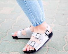 Today's Hot Pick :Flat Cleat Buckled Sandals http://fashionstylep.com/P0000ORN/chuukr/out Walk around town in style and comfort combined in these sandals. Flat with cleat soles, buckled straps and slingbacks. Open-toed and shaped accordingly to accommodate the feet. Wear with casual ensembles like a tee with pants or shorts. -Flat -Cleat soles -Buckled straps -Slingback -Open toes -Available colors: silver, black