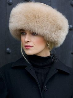 43 Lovely Winter Hats Ideas For Women fur hat Fur Accessories, Winter Hats For Women, Women Hats, Stylish Hats, Fancy Hats, Love Hat, Turbans, Felt Hat, Mode Outfits
