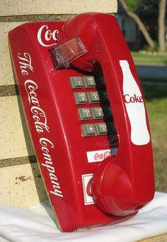Red Coke Wall Phone w/ Vintage Drink Coca-Cola in Bottles telephone sign gumball Coca Cola Decor, Coca Cola Ad, Always Coca Cola, World Of Coca Cola, Coca Cola Bottles, Telephone Vintage, Vintage Phones, Coca Cola Kitchen, Sodas
