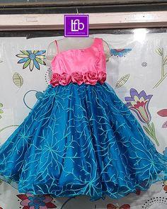 Kids Party Wear Dresses, Kids Dress Wear, Kids Gown, Gowns For Girls, Frocks For Girls, Dresses Kids Girl, Baby Frocks Designs, Kids Frocks Design, Birthday Frocks