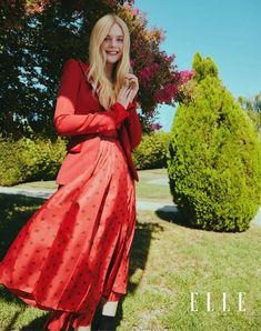 """Maleficent"" star Elle Fanning covers the November 2019 issue of ELLE Australia magazine photographed by Kai Z Feng and styled by Naomi Smith. Ellie Fanning, Fanning Sisters, Dakota And Elle Fanning, Gucci Gown, Elle Magazine, Celebs, Celebrities, Old Women, Celebrity Style"