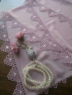 We have compiled free needle lace patterns and samples for every skill level. Browse lots of Free Crochet Patterns and Samples. Needle Tatting, Needle Lace, Bobbin Lace, Crochet Borders, Crochet Lace, Free Crochet, Crochet Needles, Crochet Stitches, Lace Patterns
