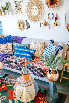 bohemian home decor Jungalow style Decor, Home Decor Accessories, Boho Room Inspiration, Bedroom Design, Decor Inspiration, Room Inspiration, Boho Apartment Decor, Chic Spaces, Boho Living Room Decor