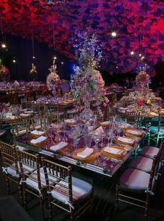 mesa de bodas decorada con centro de flores Ángel Peralta