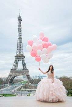 Quinceanera pictures with baloons at the Eiffel Tower. – My CMS Quinceanera Hairstyles, Quinceanera Dresses, Quinceanera Ideas, Prom Hairstyles, Balloon Pictures, Springtime In Paris, Quinceanera Photography, Paris Wallpaper, Paris Photography