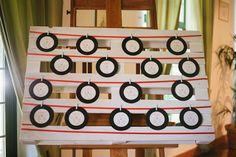 vinyl seating plan for a music inspired wedding // photo: Elisabetta Marzetti