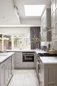 A lot of grey shades actually! This modern yet traditional beauty is the work of Blakes London. Timeless design, clean lines and fab details, love it.
